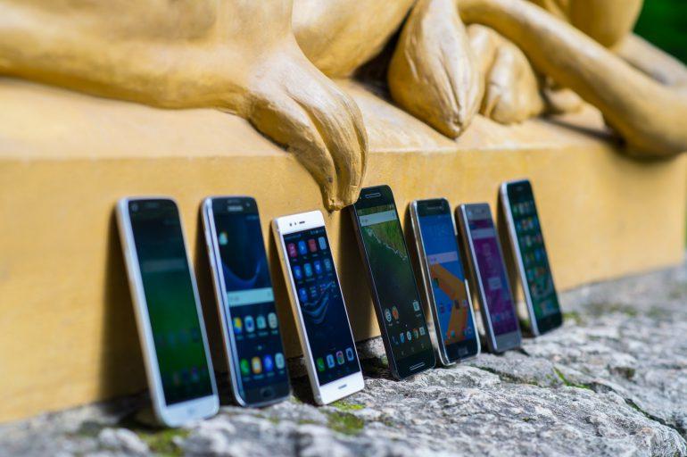 b0acd74d7e6 Ostusoovitus: kolm tippklassi telefoni, mille eest tuleb välja käia ...