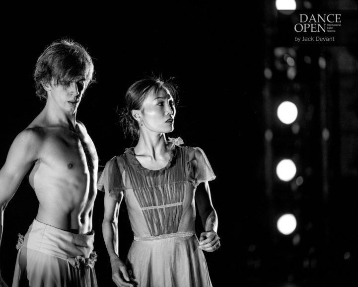 Mustvalge foto kahest tantsijast