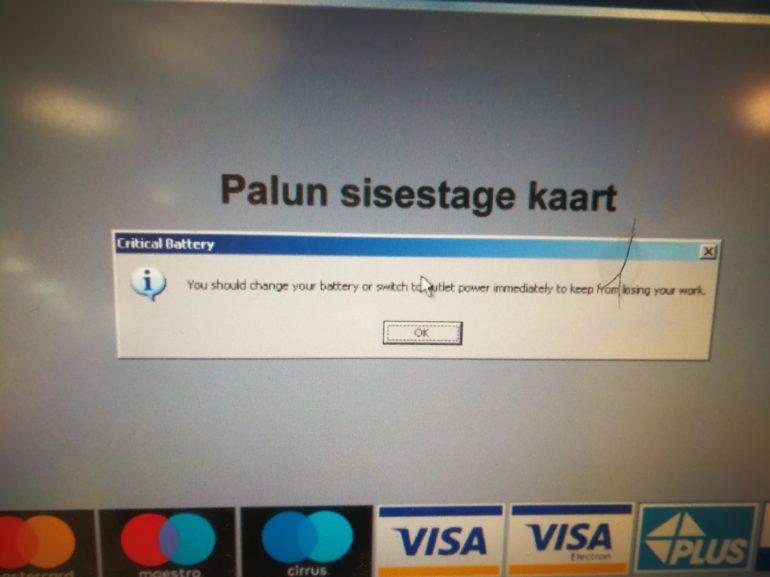57da6bf0f4d Laupäeval jäädvustatud fotol on näha Windowsi veateadet, seega töötab  pangaautomaat just selle operatsioonisüsteemiga. Miks see aga vooluvõrku  ühendatud ...