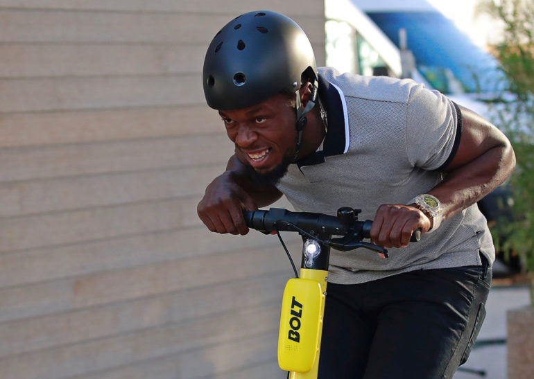 91e23bbc6e3 Usain Bolt elektriliste tõukerataste rendiäri lansseerimisel Pariisis.  Foto: Reuters