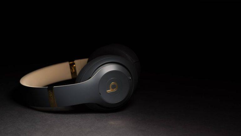 30a3bc68ce2 Beats on heliseadmete firma, mille lõid räppar Dr. Dre ja muusikaprodutsent  Jimmy Iovine ning mille ostis mõned aastad tagasi kolme miljardi dollari  eest ...